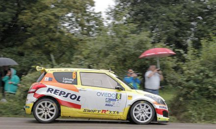 El equipo Suzuki-Repsol con un invitado en Llanes